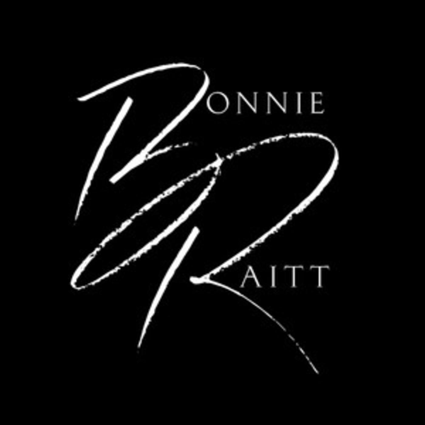 Official Bonnie Raitt playlist - Finest Lovin' Man, Give It Up Or Let Me Go, Women Be Wise, Guilty